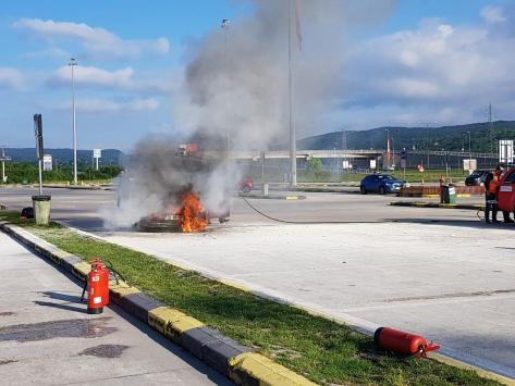 Boluda park halindeki otomobilde çıkan yangında hasar oluştu