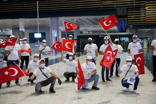 Türk işçiler, özel uçakla Maltaya çalışmaya gitti