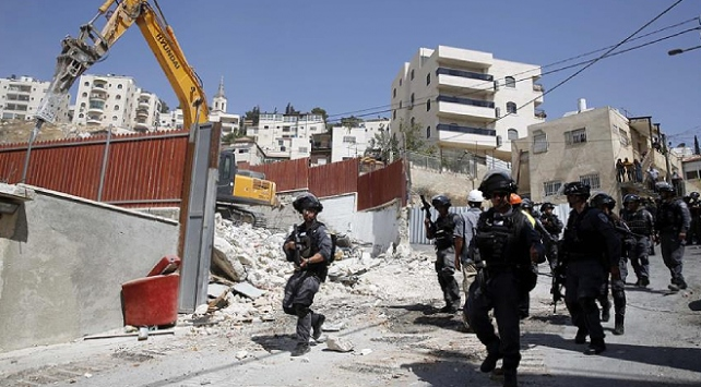 İsrail askerleri Batı Şeriada Filistinlilere ait 2 evi yıktı