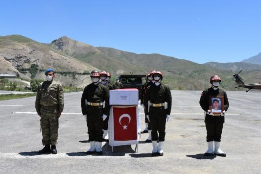 Hakkaride teröristlerin açtığı taciz ateşi sonucu şehit olan asker törenle memleketine uğurlandı