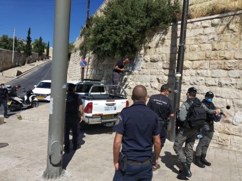 İsrail polisi Kudüsteki mezarlıkta bulunan TİKA tabelalarını söktü