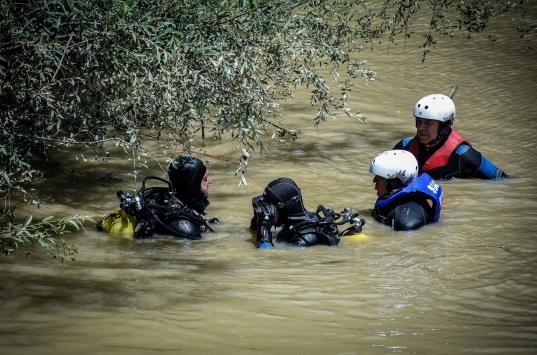 Bursada selde kaybolan genç kızı arama çalışmaları güçlükle devam ediyor