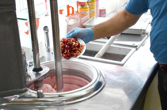Organik Demirci kirazından dondurma üretildi