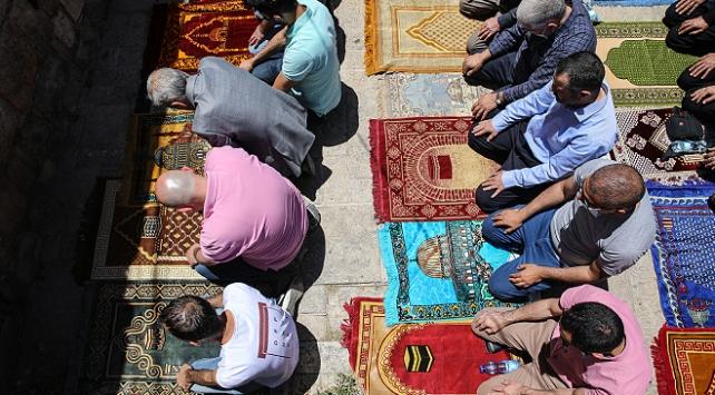 Filistinde cuma namazı yeniden askıya alındı