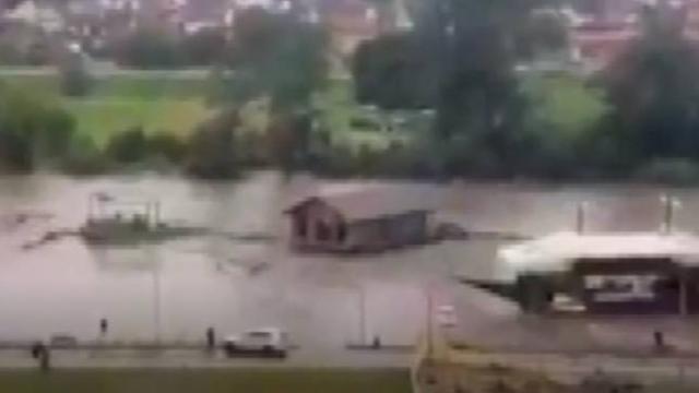 Sırbistan'da sel nedeniyle 15 kentte OHAL ilan edildi