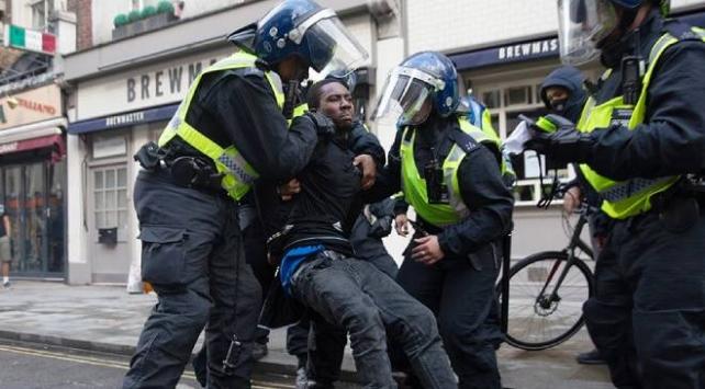 Af Örgütü uzmanları: Karantina Avrupa polisindeki ayrımcılığı ortaya çıkardı