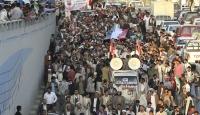 Yemen'in Başkenti Sana'a'da Halk Sokakta