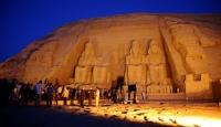 Mısırda tarihi bir tapınağın kalıntıları bulundu