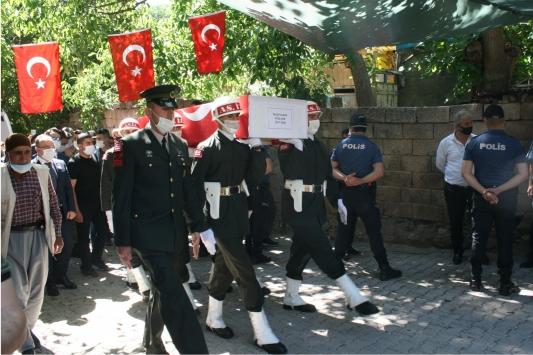 Şehit Piyade Sözleşmeli Onbaşı Recep Durakın naaşı Elazığdaki baba evine getirildi