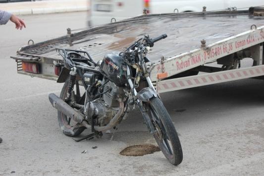 Suluovada traktör ile çarpışan motosikletin sürücüsü yaralandı