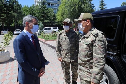 3. Ordu Komutanı Korgeneral Öngaydan Tunceli Valisi Özkana ziyaret