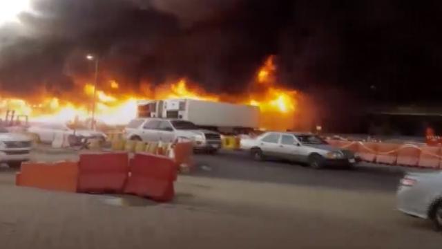 Suudi Arabistan'da sebze halinde büyük yangın