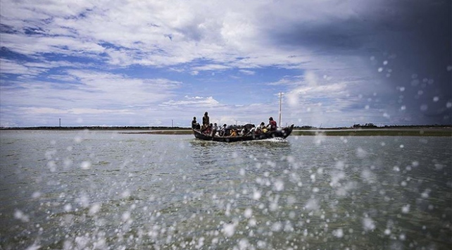 Malezyaya geçmeye çalışan onlarca Arakanlının denizde öldüğü iddiası