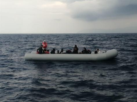 İzmirde Türk karasularına geri itilen 50 sığınmacı kurtarıldı