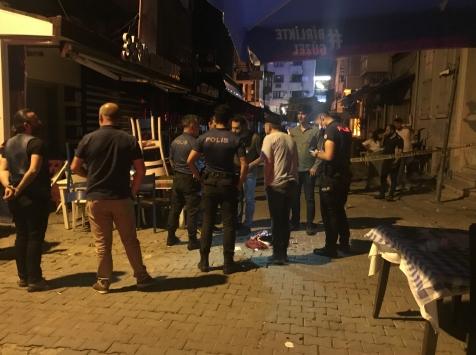 İzmirde çıkan tartışmada 2 kişi silahla yaralandı