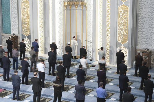Diyanet İşleri Başkanı Erbaş, Ahmet Hamdi Akseki Camiinde sabah namazı kıldırdı