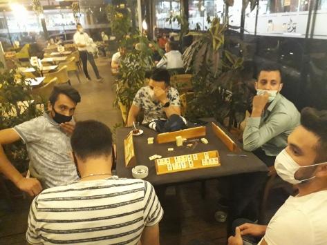 Ankarada Kovid-19 tedbirlerini ihlal ederek kafede okey oynayan 10 kişiye para cezası
