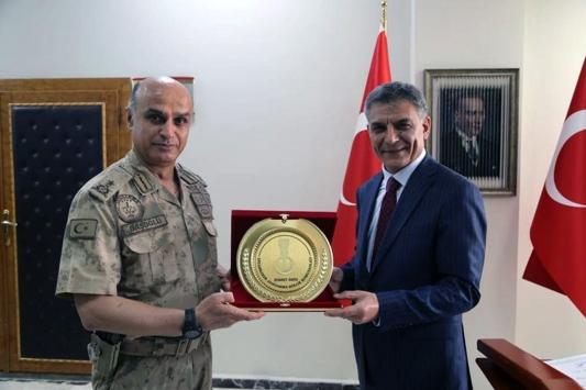 Diyarbakır Jandarma Bölge Komutanı Tuğgeneral Başoğlundan Vali Özkana ziyaret