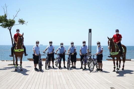 Konyaaltı Sahilinin güvenliği atlı polis ve bisikletli martı timlerine emanet