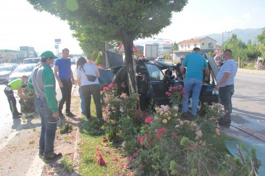 Afyonkarahisarda otomobil ile kamyon çarpıştı: 5 yaralı