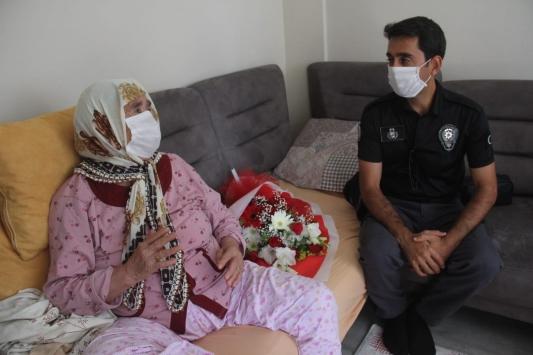 Adanada polis, su basan hastanede boğulmaktan kurtardığı kadınla buluştu