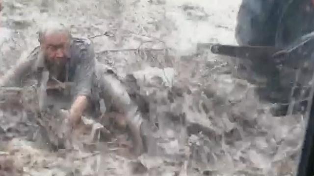 Manisa'da yaşlı adam sele böyle kapıldı