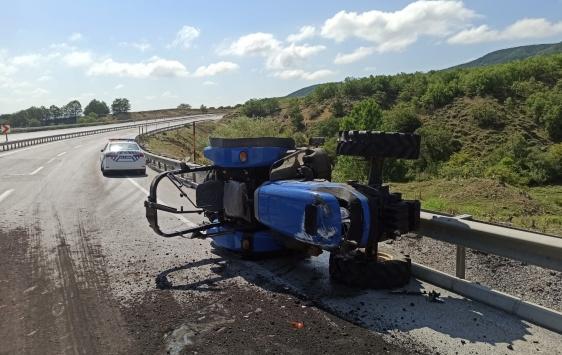 Sivasta devrilen traktörün sürücüsü öldü