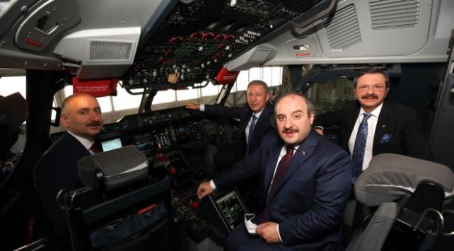 Bakanlar Akar, Varank ve Karaismailoğlu A400 M uçağının kokpitinde inceleme yaptı