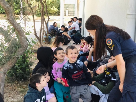 İzmirde 37 düzensiz göçmen yakalandı
