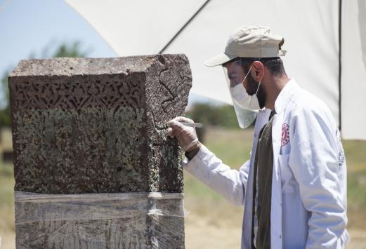 Ahlat Selçuklu Mezarlığında kazı çalışmalarına başlandı