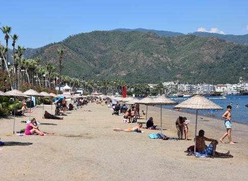 Marmariste tatilciler sokağa çıkma kısıtlamasından muaf tutuldu