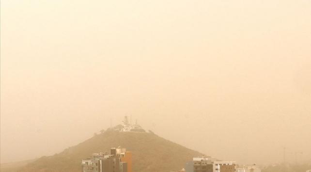 Karayipler Sahra toz bulutuyla örtüldü