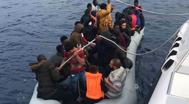 Türk kara sularına itilen 62 sığınmacı kurtarıldı