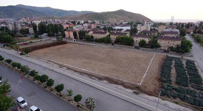 Muş Valiliğinden sentetik futbol sahası