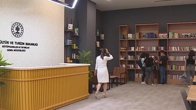 Türkiye'nin ilk AVM kütüphaneleri açıldı