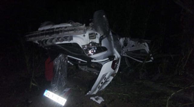 Adanada hurdaya dönen araçtan yaralı kurtuldu