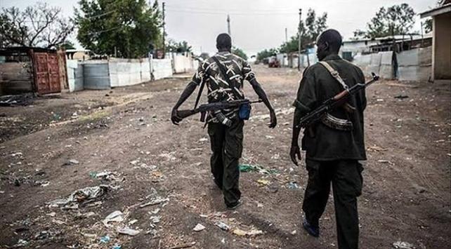 Güney Sudanda çatışmalar binlerce kişiyi yeriden etti