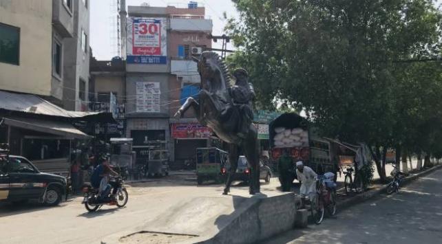 Pakistanda Ertuğrul Gazi heykeli dikildi