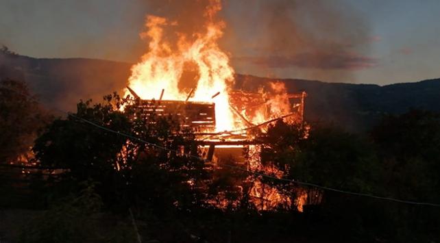 Kastamonuda ahşap evde yangın