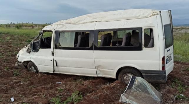 Sivasta minibüs devrildi: 6 yaralı