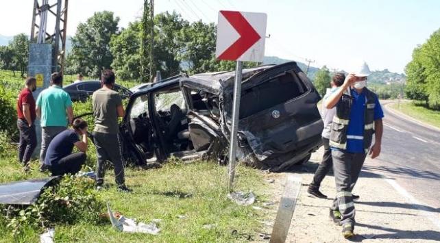 Beton mikseri işçi servisine çarptı: 1 ölü, 5 yaralı