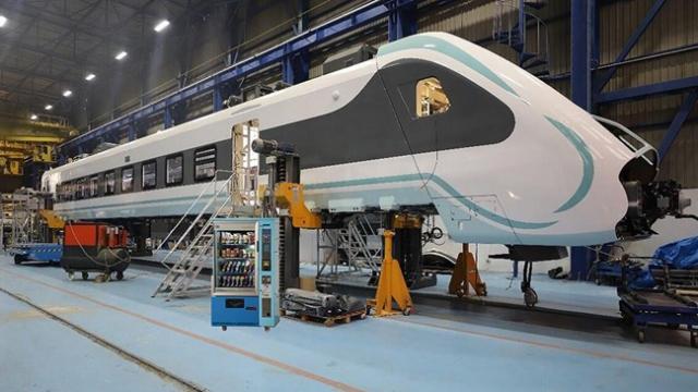Milli elektrikli tren test için raylara iniyor