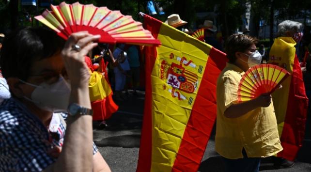 İspanyollar sosyal yapılanma talebiyle sokaklarda