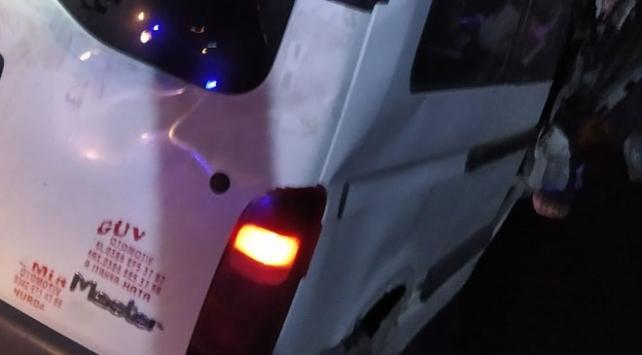 Vanda sığınmacıları taşıyan minibüs kaza yaptı: 1 ölü, 41 yaralı