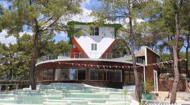 Antalyaya 360 derece dönebilen ters ev yapıldı