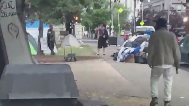ABD'de protestoculara silahlı saldırı kamerada