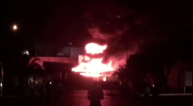 İzmir Otogarında park halindeki otobüs yandı
