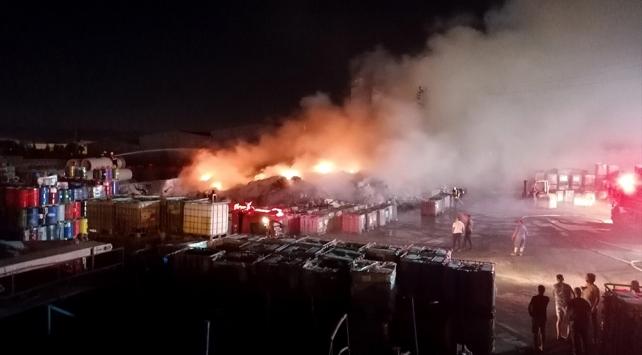 Manisada geri dönüşüm tesisinde çıkan yangın söndürüldü