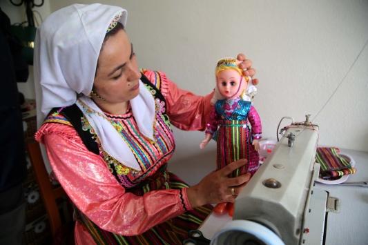 Pınarbaşının geleneksel kıyafetli Pınar bebeği ilçenin sembolü olmaya aday