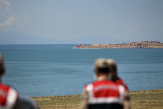Van Gölünde bir teknenin kaybolduğu ihbarı üzerine arama çalışması başlatıldı